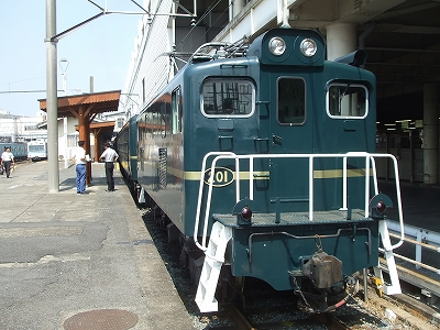 s-引いてきた機関車.jpg
